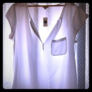 White blouse from the Gap. Never worn!
